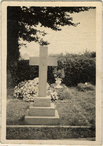 The grave of Private Arthur Walter Page in the old parish cemetery, Spratton